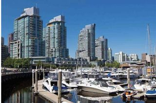 "Photo 2: 2303 590 NICOLA Street in Vancouver: Coal Harbour Condo for sale in ""CASCINA"" (Vancouver West)  : MLS®# R2553186"