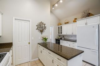 """Photo 8: 11 4001 OLD CLAYBURN Road in Abbotsford: Abbotsford East Townhouse for sale in """"Cedar Springs"""" : MLS®# R2575947"""