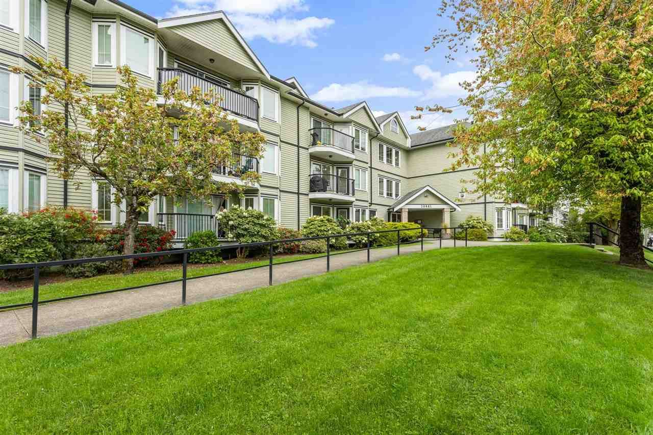 """Main Photo: 208 20881 56 Avenue in Langley: Langley City Condo for sale in """"Robert's Court"""" : MLS®# R2576787"""