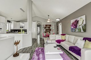 Photo 5: 31 River Rock Circle SE in Calgary: Riverbend Detached for sale : MLS®# A1089963