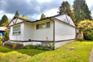 Photo 4: 2217 CLARKE Street in Port Moody: Port Moody Centre House for sale : MLS®# R2578446