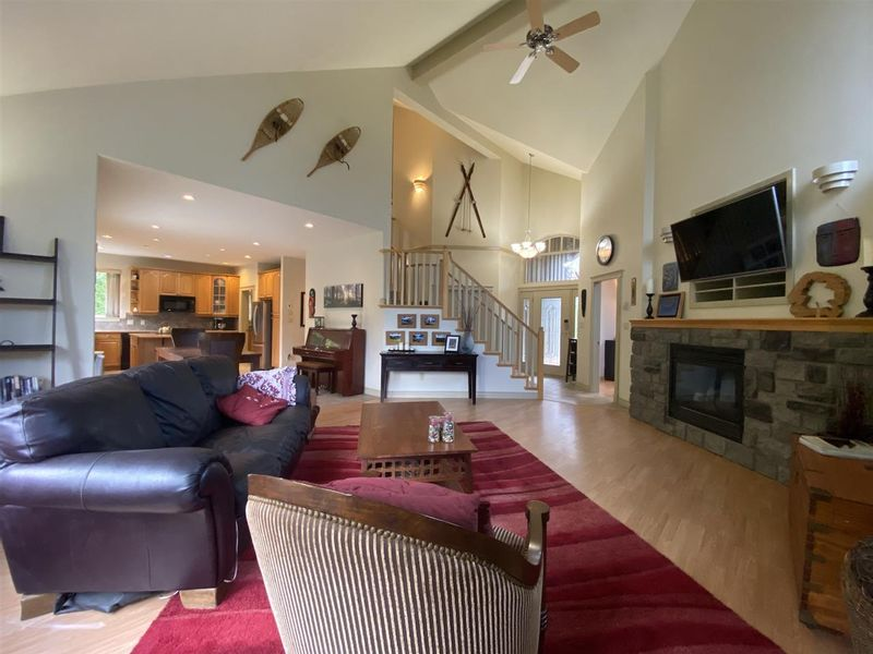FEATURED LISTING: 1002 PANORAMA Place Squamish