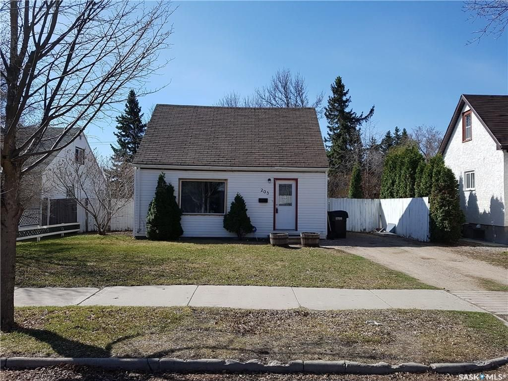 Main Photo: 203 112th Street West in Saskatoon: Sutherland Residential for sale : MLS®# SK842653