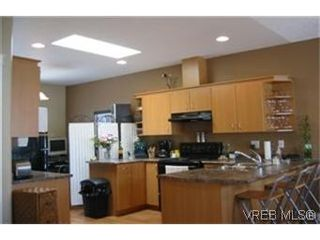 Photo 2: 115 951 Goldstream Ave in VICTORIA: La Langford Proper Row/Townhouse for sale (Langford)  : MLS®# 433866