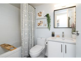 """Photo 19: 302 1720 SOUTHMERE Crescent in White Rock: Sunnyside Park Surrey Condo for sale in """"Capstan Way"""" (South Surrey White Rock)  : MLS®# R2602939"""