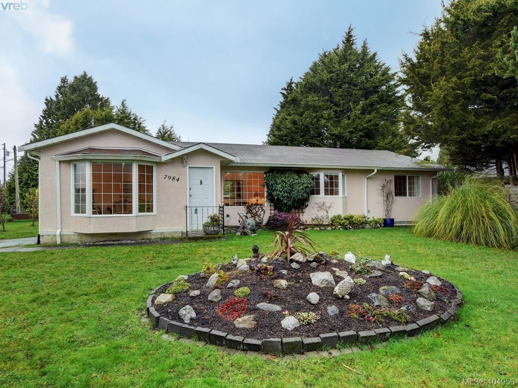 Main Photo: 7984 Lochside Dr in SAANICHTON: CS Turgoose House for sale (Central Saanich)  : MLS®# 804692
