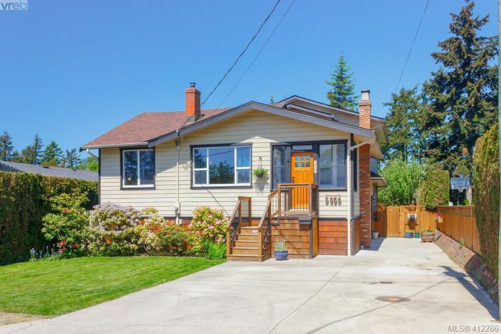 Main Photo: 588 Leaside Ave in VICTORIA: SW Glanford House for sale (Saanich West)  : MLS®# 817494