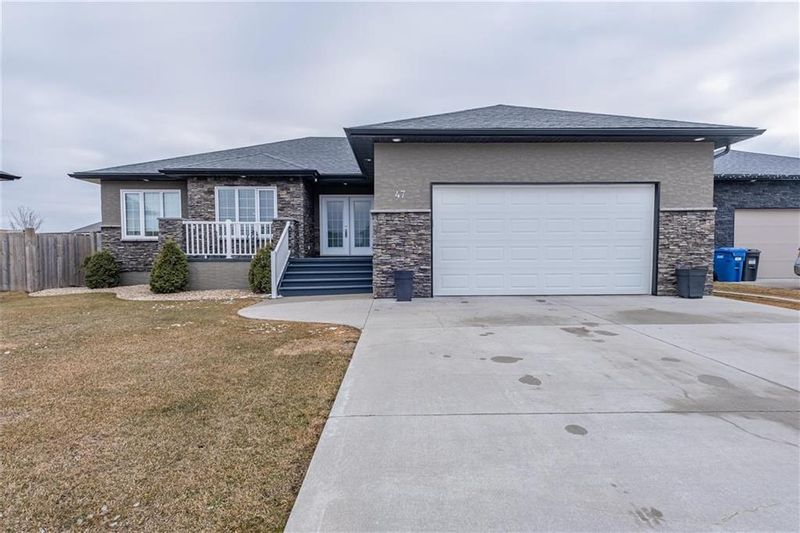 FEATURED LISTING: 47 Claremont Drive Niverville