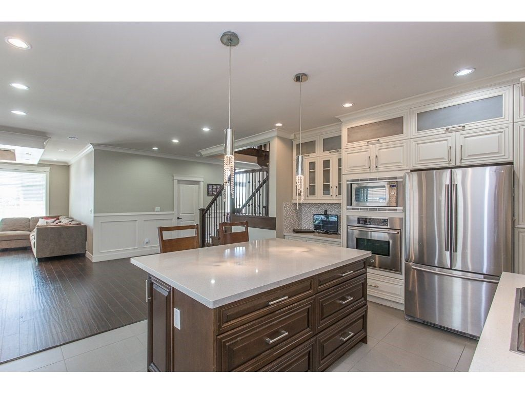 Photo 5: Photos: 18815 53A Avenue in Surrey: Cloverdale BC House for sale (Cloverdale)  : MLS®# R2272944
