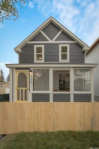Photo 2: 432 F Avenue South in Saskatoon: Riversdale Residential for sale : MLS®# SK745696