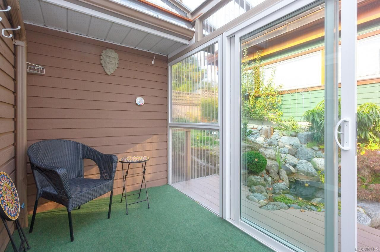 Photo 29: Photos: 1542 Westall Ave in : Vi Oaklands House for sale (Victoria)  : MLS®# 858195