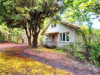 Photo 2: 8369 Lochside Dr in Central Saanich: CS Saanichton House for sale : MLS®# 877182