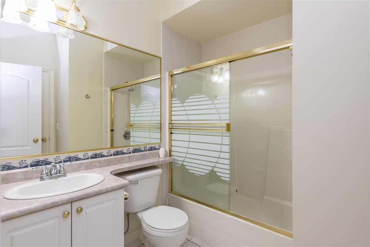 Photo 6: Photos: 3178 GILMORE Avenue in Burnaby: Central BN 1/2 Duplex for sale (Burnaby North)  : MLS®# R2474693
