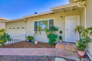 Photo 3: VISTA House for sale : 2 bedrooms : 1335 Foothill