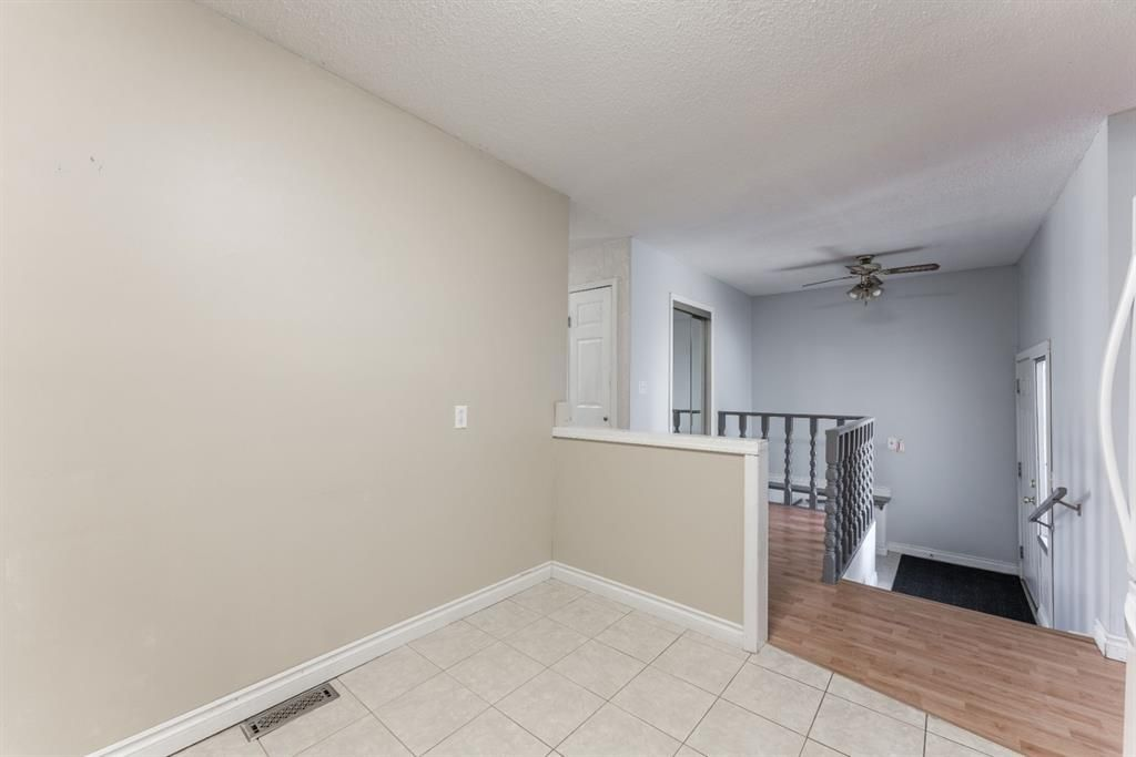 Photo 11: Photos: 534 QUEENSLAND Place SE in Calgary: Queensland Semi Detached for sale : MLS®# A1020359