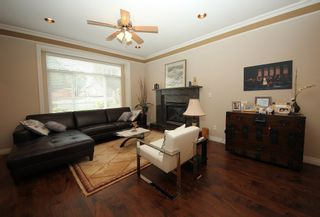 Photo 2: 4292 PARKER Street in Burnaby: Willingdon Heights 1/2 Duplex for sale (Burnaby North)  : MLS®# R2168960