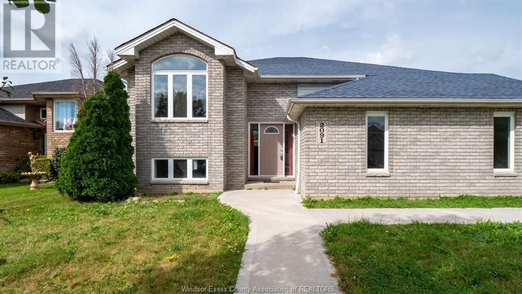 Main Photo: 2091 ROCKPORT in Windsor: House for sale : MLS®# 21017617