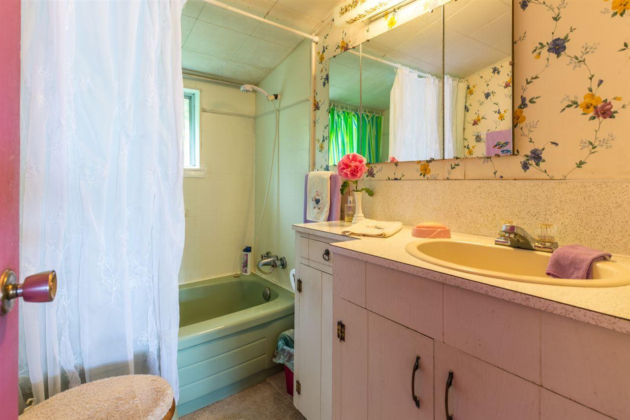 "Photo 12: Photos: 3223 BEACH Avenue: Roberts Creek House for sale in ""HEART OF ROBERTS CREEK"" (Sunshine Coast)  : MLS®# R2469113"