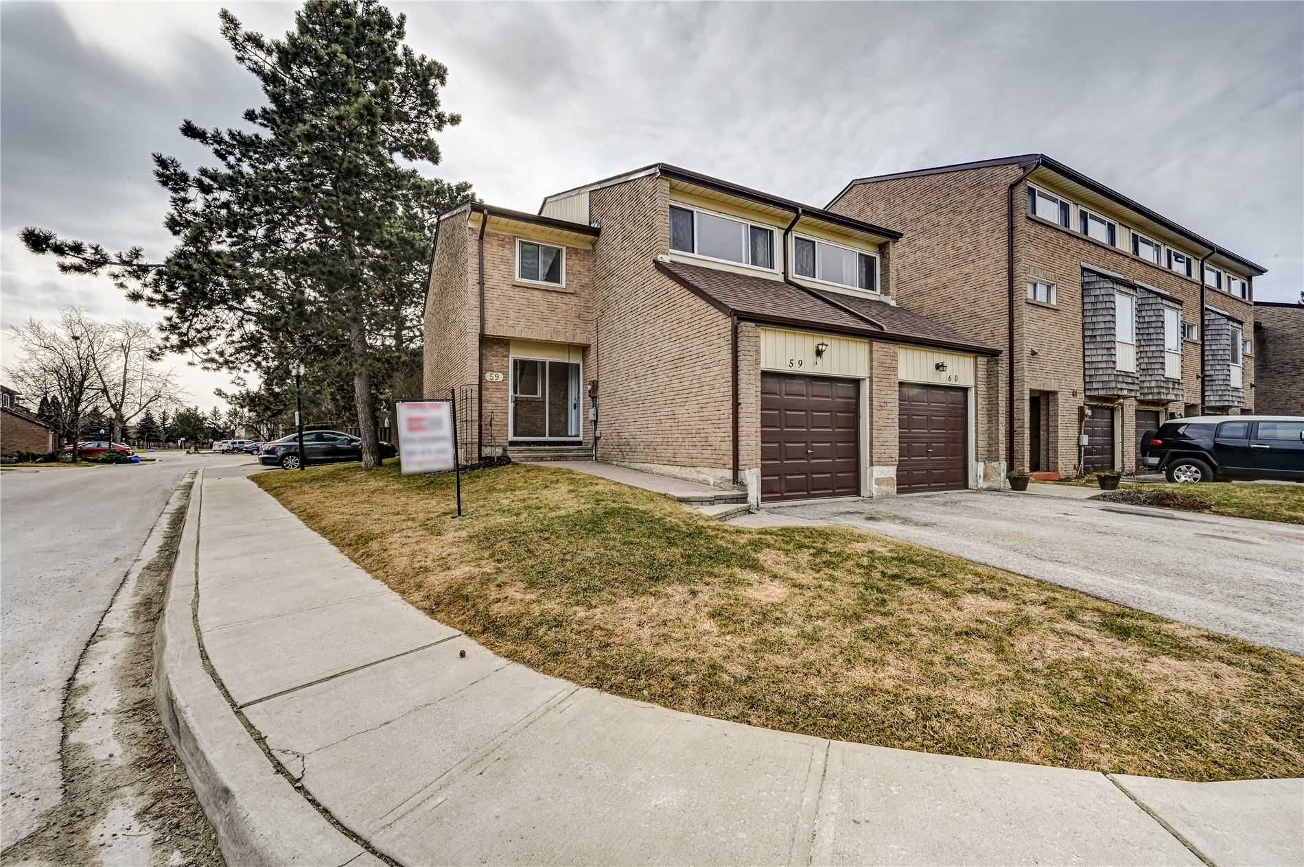 Main Photo: 59 661 Childs Drive in Milton: Timberlea Condo for sale : MLS®# W4741228
