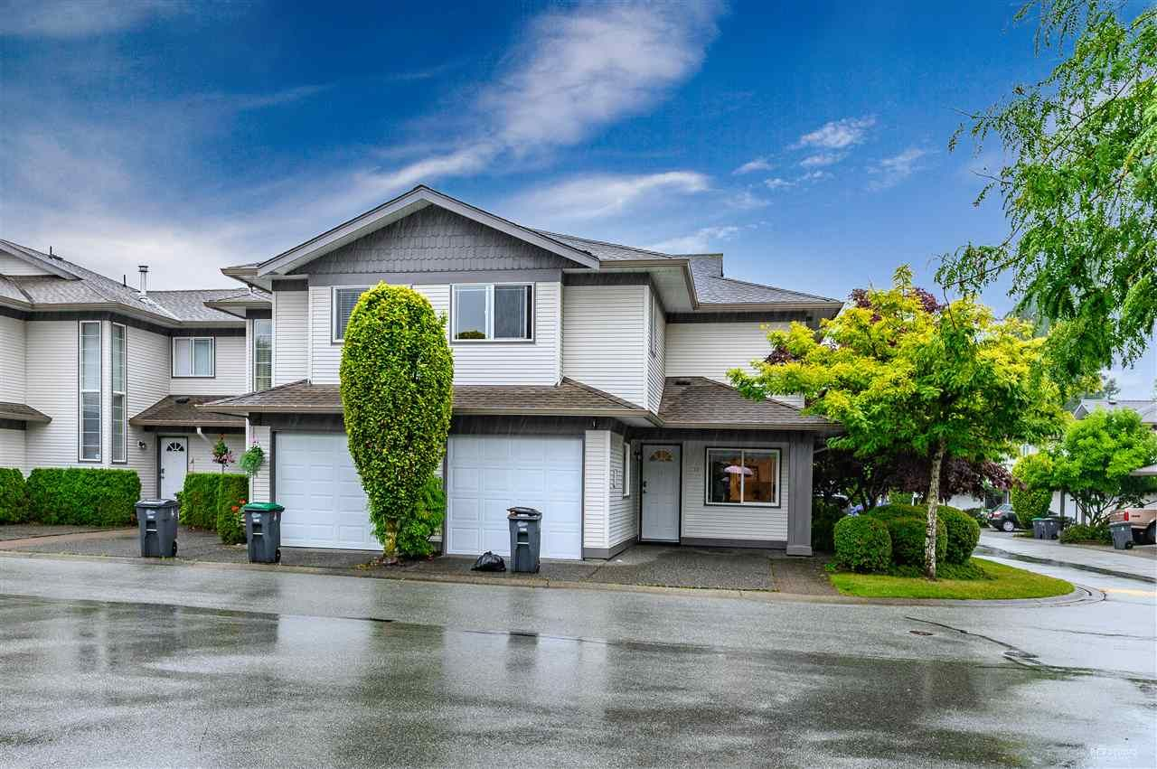 "Main Photo: 316 16233 82 Avenue in Surrey: Fleetwood Tynehead Townhouse for sale in ""The Orchards"" : MLS®# R2390426"