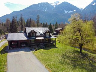 Photo 4: 14685 SQUAMISH VALLEY Road in Squamish: Upper Squamish House for sale : MLS®# R2557539