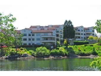 Main Photo: 403 1085 Tillicum Rd in VICTORIA: Es Kinsmen Park Condo for sale (Esquimalt)  : MLS®# 504110