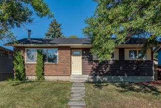 Photo 1: 236 QUEEN CHARLOTTE Way SE in Calgary: Queensland Detached for sale : MLS®# A1025137
