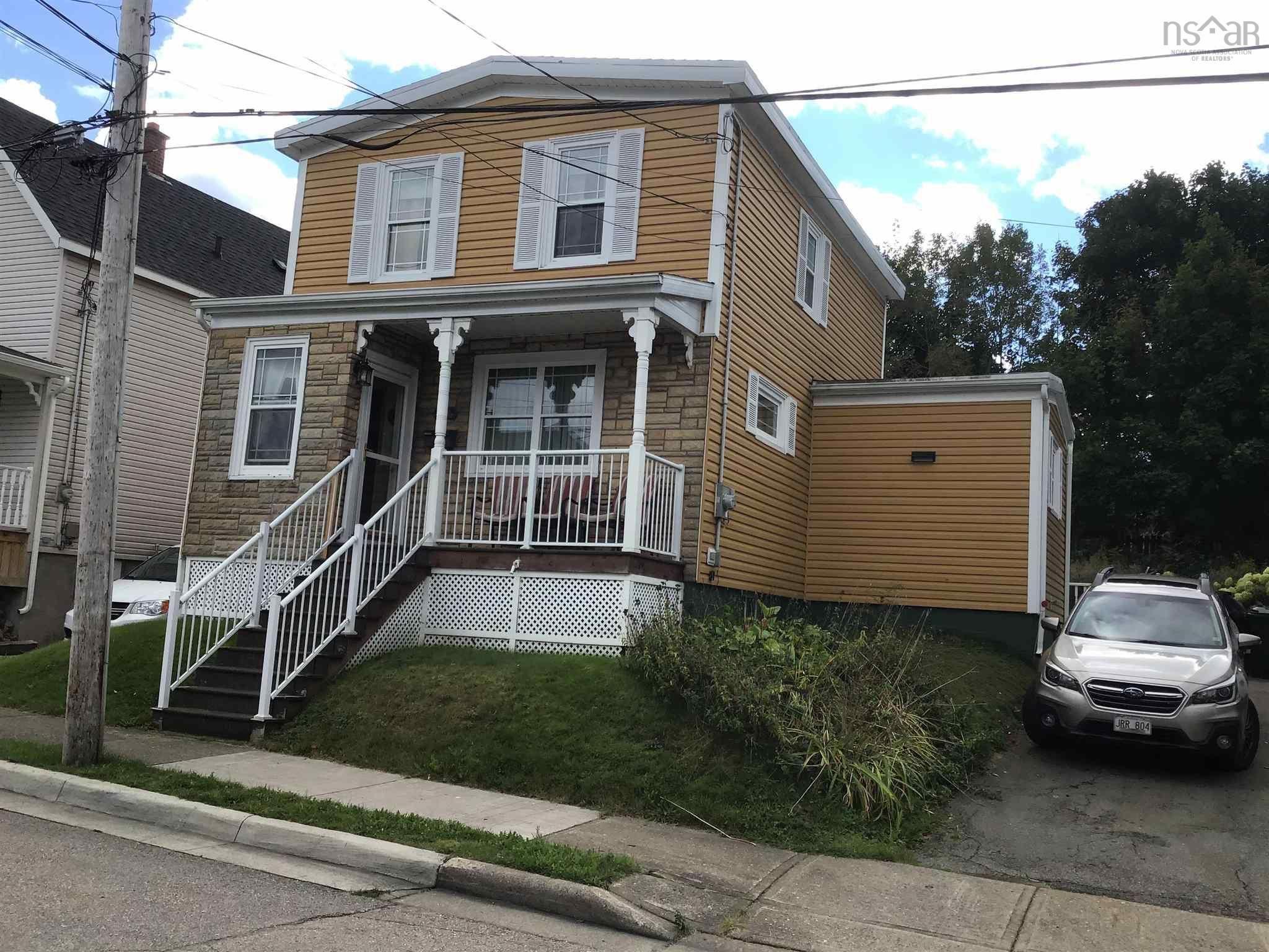 Main Photo: 106 Rockdale Avenue in Sydney: 201-Sydney Residential for sale (Cape Breton)  : MLS®# 202125496