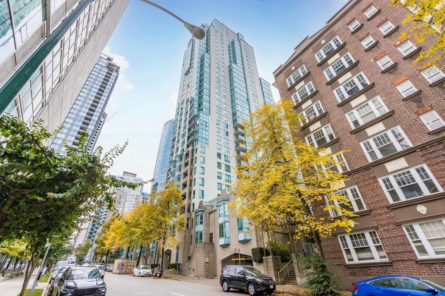 Main Photo: 2205 1238 MELVILLE Street in Vancouver: Coal Harbour Condo for sale (Vancouver West)  : MLS®# R2625071