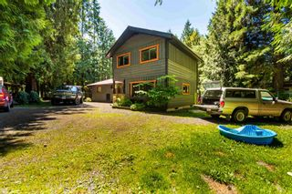Photo 1: 49280 BELL ACRES Road in Chilliwack: Chilliwack River Valley House for sale (Sardis)  : MLS®# R2595742
