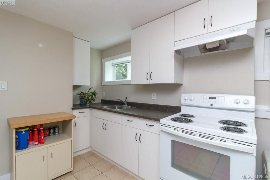 Photo 14: Photos: 3355 Painter Rd in VICTORIA: Co Wishart South House for sale (Colwood)  : MLS®# 818684