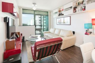 "Photo 3: 1002 2763 CHANDLERY Place in Vancouver: Fraserview VE Condo for sale in ""RIVER DANCE"" (Vancouver East)  : MLS®# R2095895"
