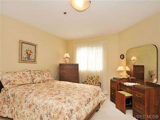 Photo 15: 414 1560 Hillside Ave in VICTORIA: Vi Oaklands Condo for sale (Victoria)  : MLS®# 620343