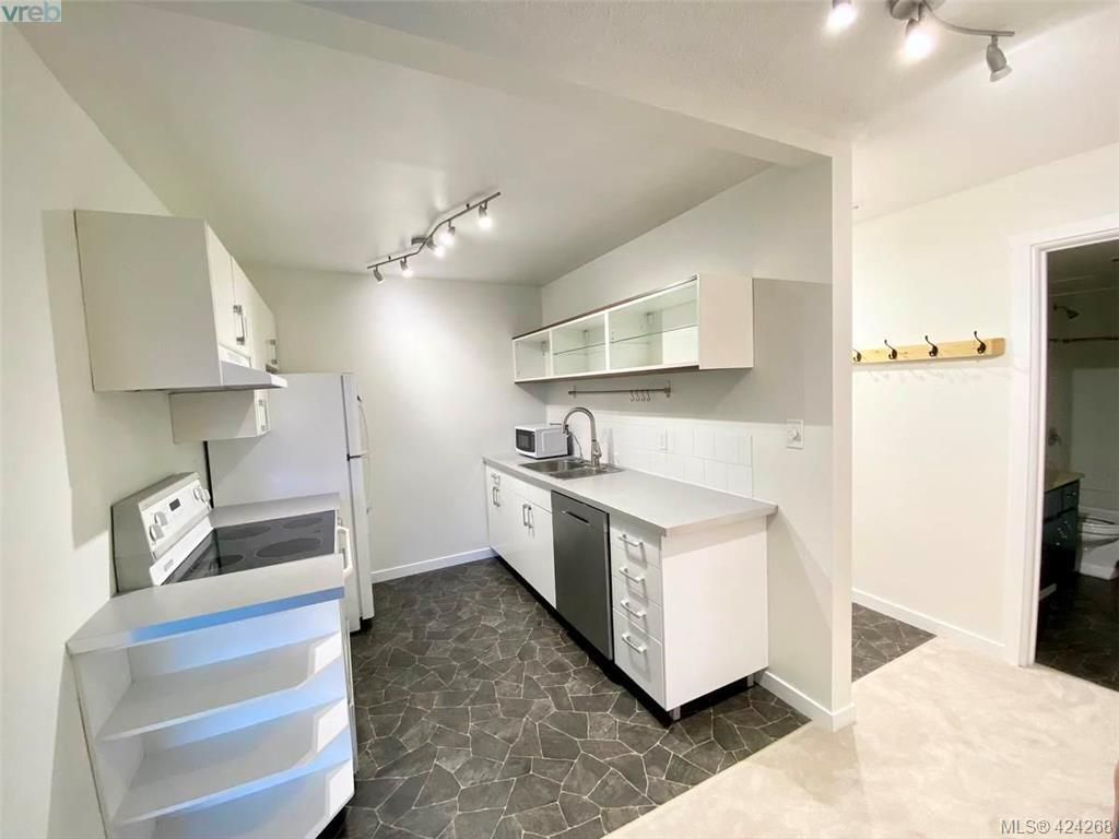 Main Photo: 402 1571 Mortimer St in VICTORIA: SE Cedar Hill Condo for sale (Saanich East)  : MLS®# 837902