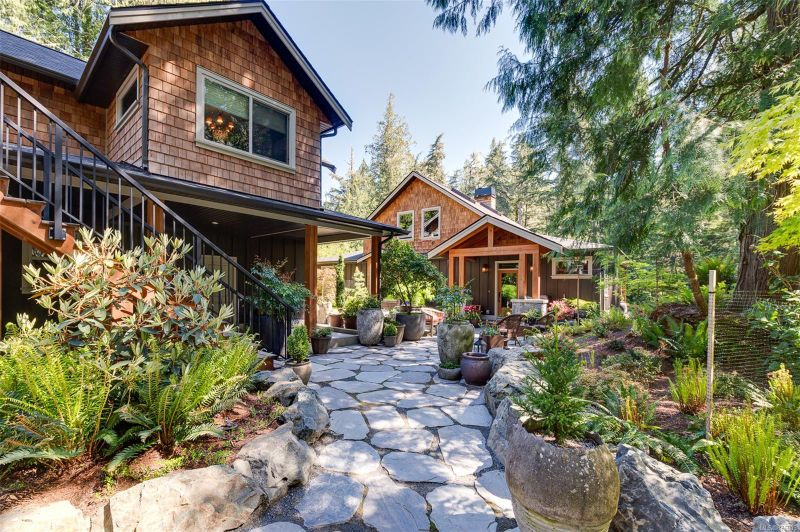 FEATURED LISTING: 1245 Starlight Grove