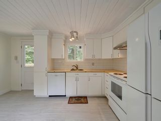 Photo 16: 17 240 HARRY Road in Gibsons: Gibsons & Area Manufactured Home for sale (Sunshine Coast)  : MLS®# R2588608