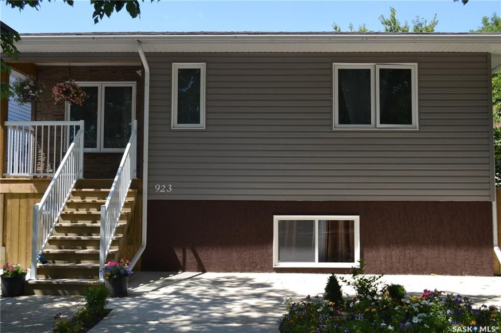 Main Photo: 923 K Avenue South in Saskatoon: King George Residential for sale : MLS®# SK701162