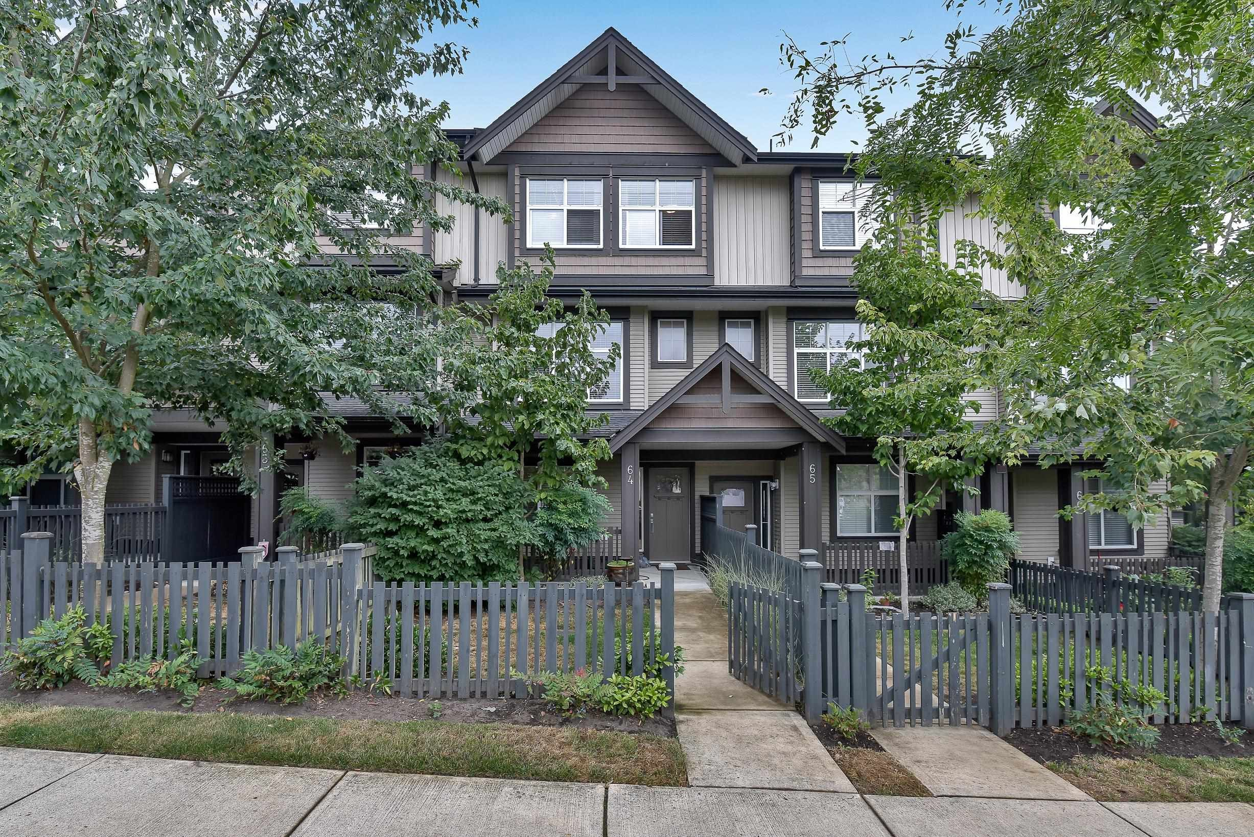 """Main Photo: 64 6123 138 Street in Surrey: Sullivan Station Townhouse for sale in """"Panorama Woods"""" : MLS®# R2608409"""