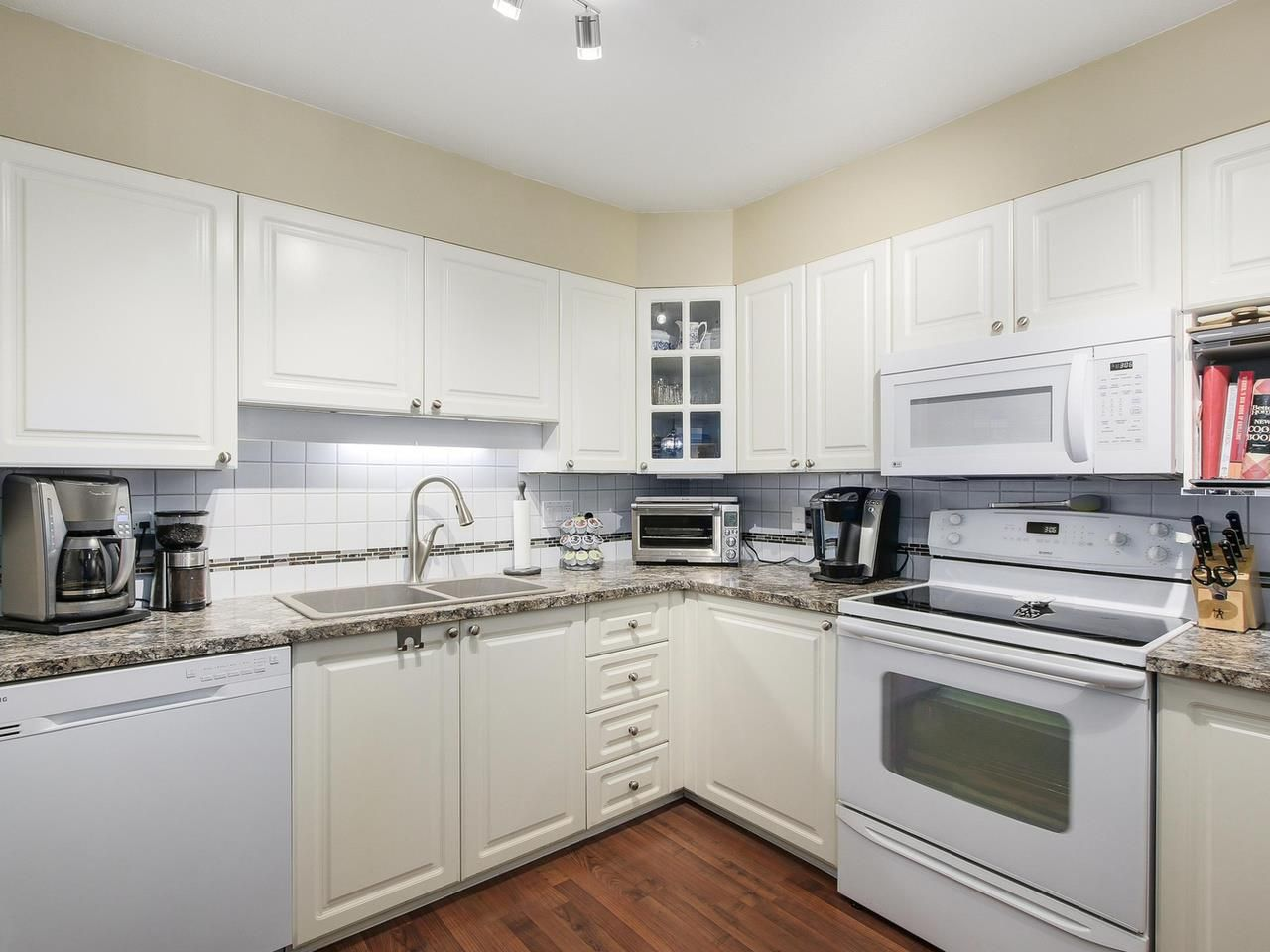 """Photo 6: Photos: 209 1575 BEST Street: White Rock Condo for sale in """"THE EMBASSY"""" (South Surrey White Rock)  : MLS®# R2151526"""