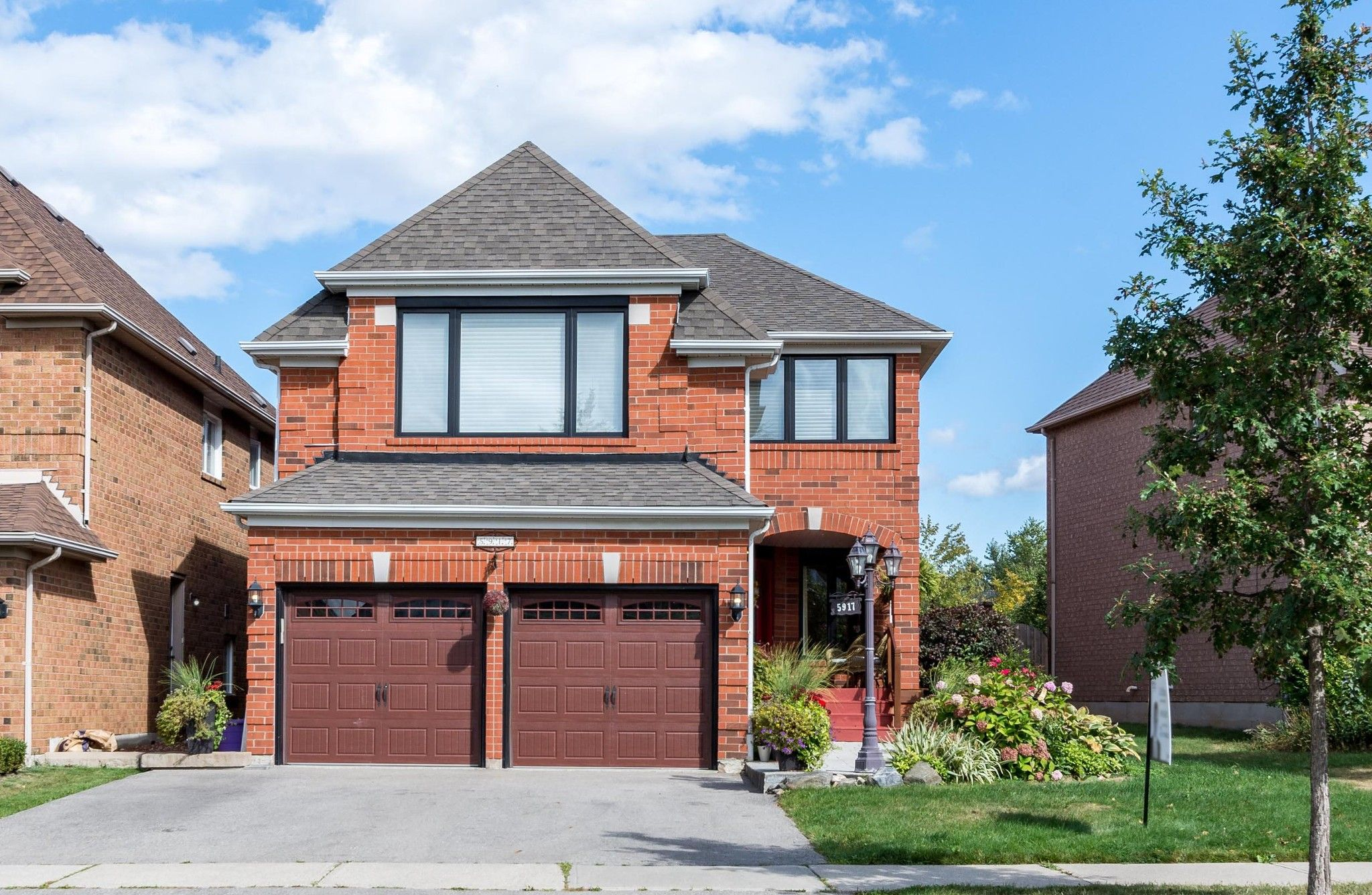 Main Photo: 5917 Greensboro Drive in Mississauga: Central Erin Mills House (2-Storey) for sale : MLS®# W4588271
