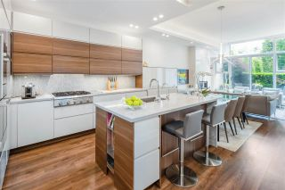 """Photo 9: 168 BOATHOUSE Mews in Vancouver: Yaletown Townhouse for sale in """"Marinaside Resort"""" (Vancouver West)  : MLS®# R2587224"""
