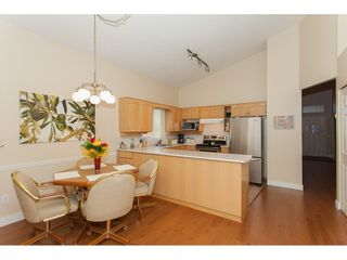 """Photo 6: 117 9012 WALNUT GROVE Drive in Langley: Walnut Grove Townhouse for sale in """"Queen Anne Green"""" : MLS®# R2184552"""