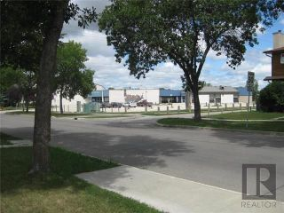 Photo 2: 3 Willowbend Crescent in Winnipeg: River Park South Residential for sale (2F)  : MLS®# 1819626