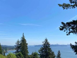 """Photo 1: 485 HAYES Street in West Vancouver: West Bay House for sale in """"West Bay"""" : MLS®# R2582198"""