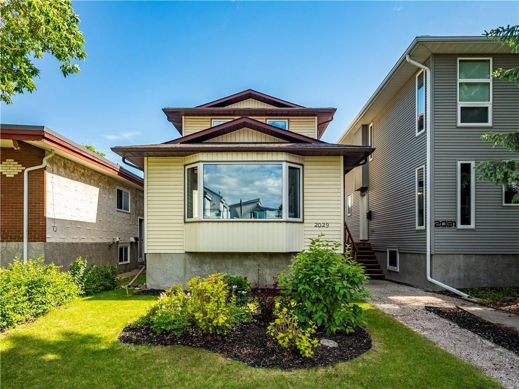 Main Photo: 2029 3 Avenue NW in Calgary: West Hillhurst Detached for sale : MLS®# C4291113