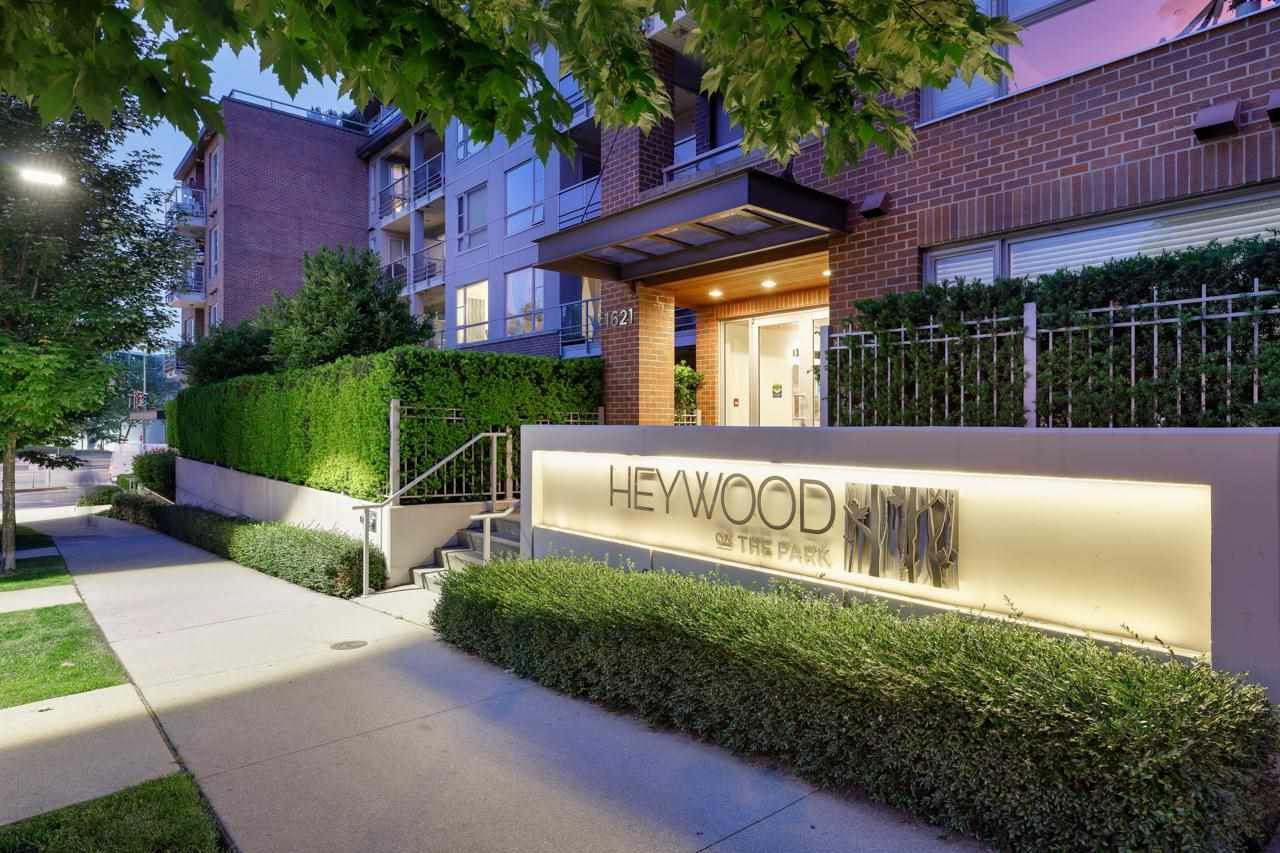 """Main Photo: 303 1621 HAMILTON Avenue in North Vancouver: Mosquito Creek Condo for sale in """"HEYWOOD ON THE PARK"""" : MLS®# R2603480"""