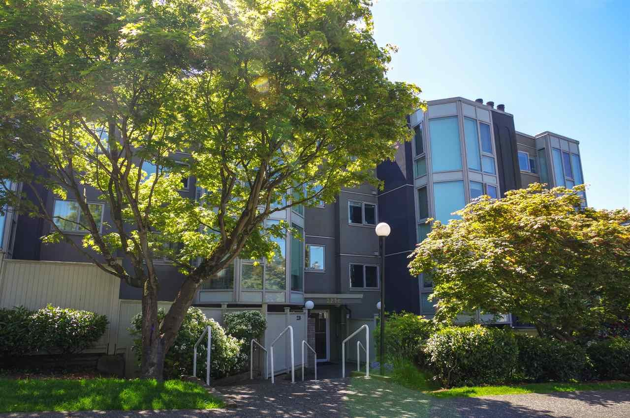 """Main Photo: 207 2238 ETON Street in Vancouver: Hastings Condo for sale in """"ETON HEIGHTS"""" (Vancouver East)  : MLS®# R2454959"""