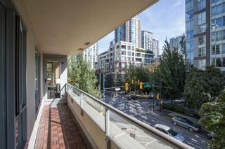 """Photo 14: 304 1001 RICHARDS Street in Vancouver: Downtown VW Condo for sale in """"MIRO"""" (Vancouver West)  : MLS®# R2326363"""