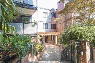 "Photo 1: 304 2255 YORK Avenue in Vancouver: Kitsilano Condo for sale in ""BEACH HOUSE"" (Vancouver West)  : MLS®# R2301531"