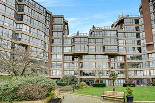 """Photo 5: 209 1490 PENNYFARTHING Drive in Vancouver: False Creek Condo for sale in """"Harbour Cove 3"""" (Vancouver West)  : MLS®# R2560559"""